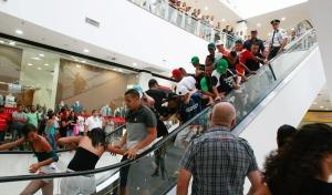 Confusão e tumulto no rolezinho shopping Itaquera